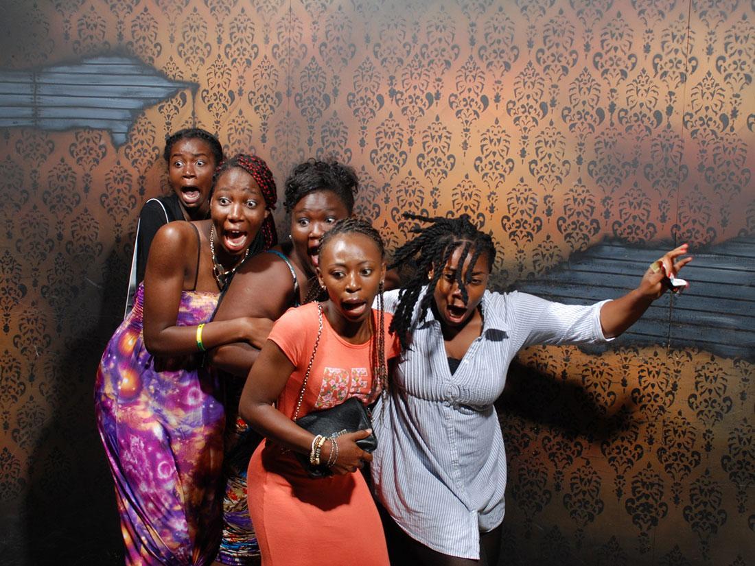 Funny Reactions at Niagara Falls Haunted House