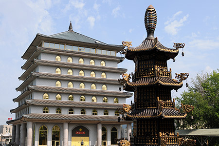 Ten Thousand Buddhas Temple